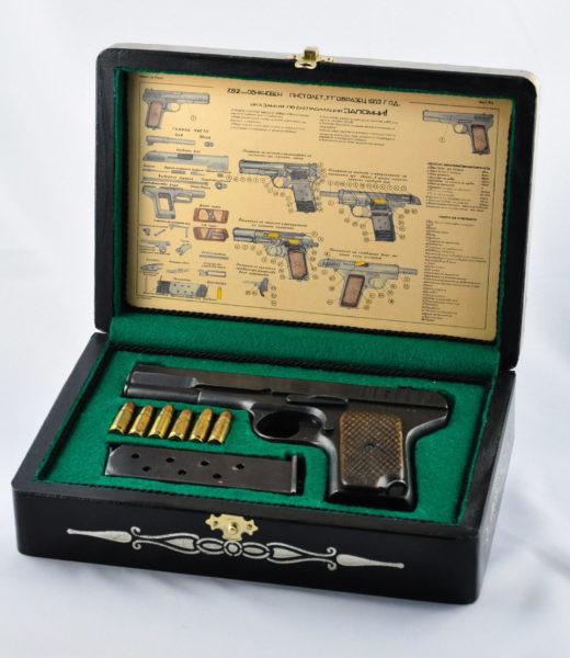 Pudełko kolekcjonerskie na pistolet TT-33