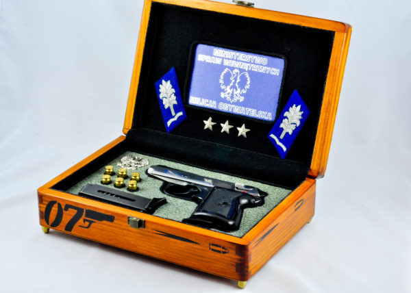 Pudełko kolekcjonerskie na pistolet P-64 w klimacie por. Borewicz